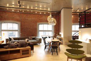 Интерьер мебельного магазина фото