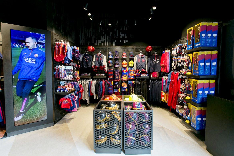Интерьер спортивного магазина фото
